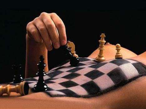 Playing chess with a webcam girl?